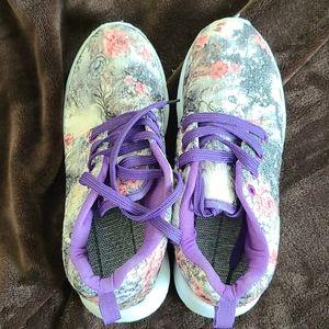Lightweight Women's Size 7 Shoes